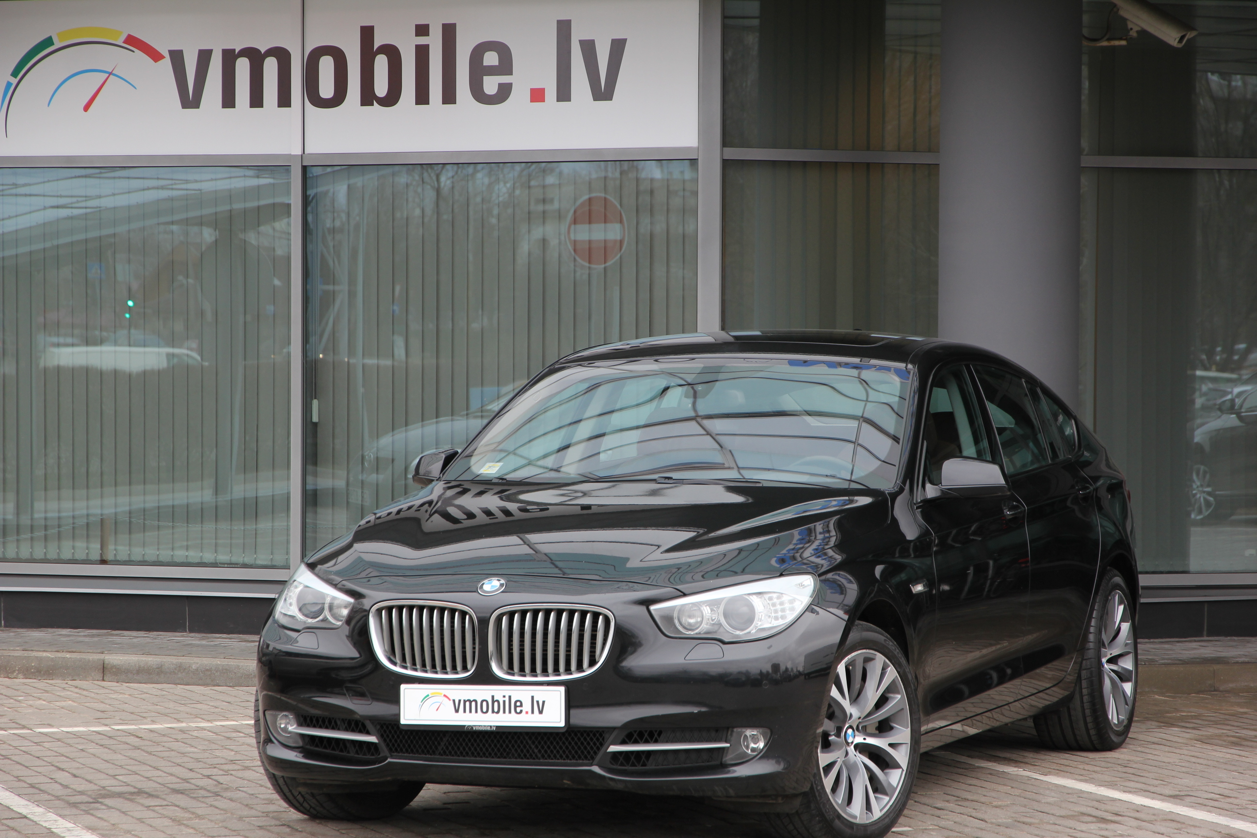BMW 5 series 550 GT, head up, panorama, rear entertainment, keyless go, soft close,comfort seats,navi pro,camera.