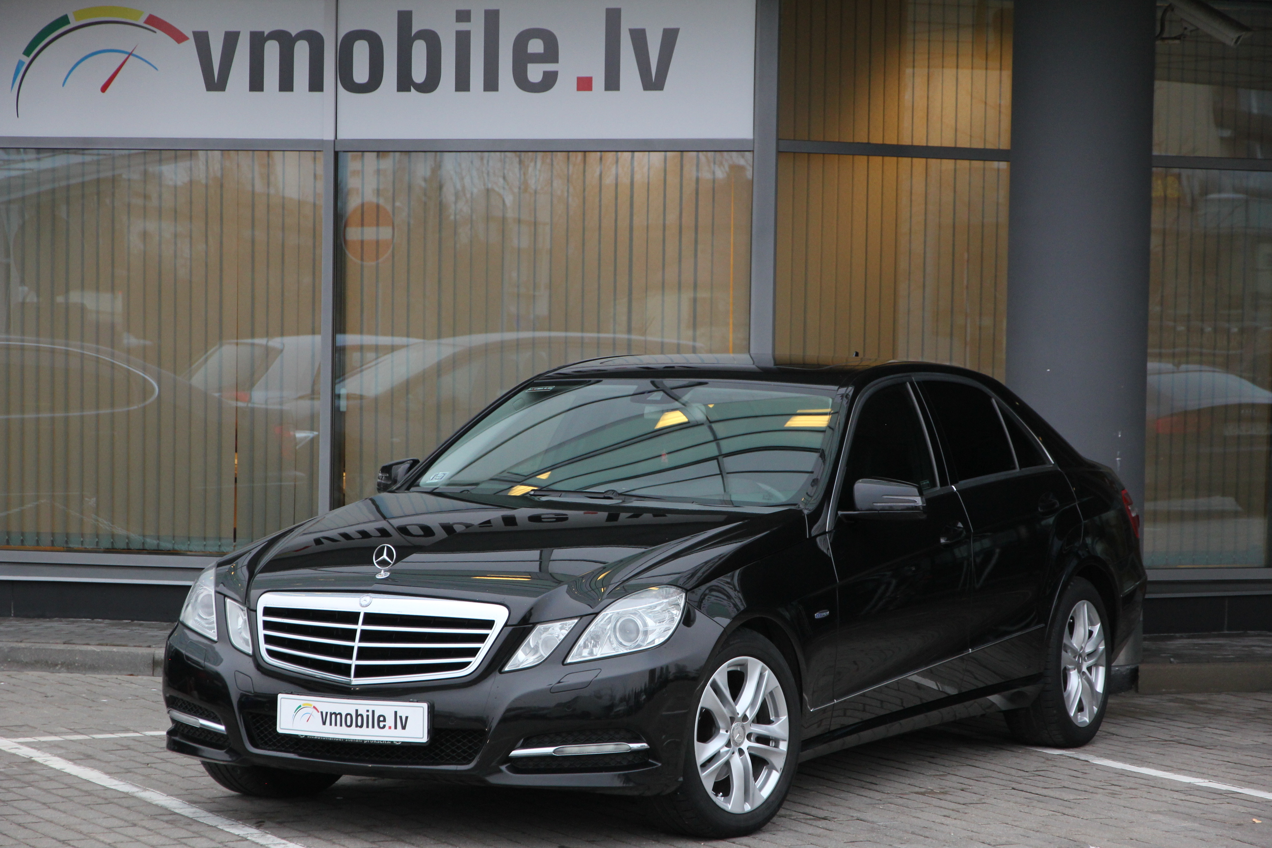 MB E class 220 AVANTGARDE, NAVI, SUNROOF, DYNAMIC SEATS